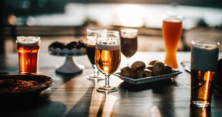 От формы бокала зависит количество выпитого алкоголя